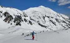 Ski tour to Hvoynaty peak image.